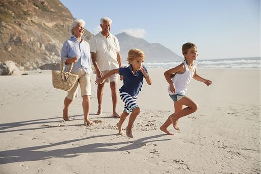 c4-healthlabs-family-on-the-beach-promoting-positive-health (1)